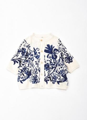 45R擬麻棉手捺染印花系列白色薄外套,NT$23,500。