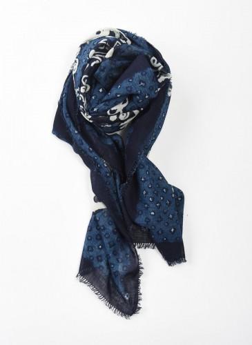 45R INDIGO藍染印花披圍巾,NT$12,200。