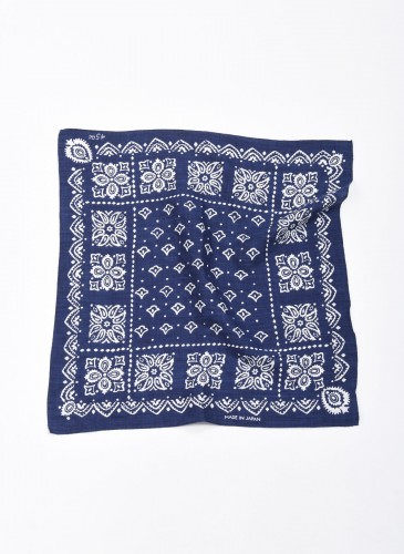 45R INDIGO藍染印花方巾,NT$5,500。-5