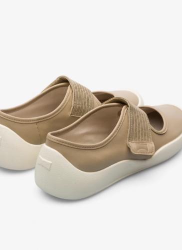 CAMPER 2020春夏全新款Sako棕色開放式套穿鞋,NT$6,980。(女鞋)2
