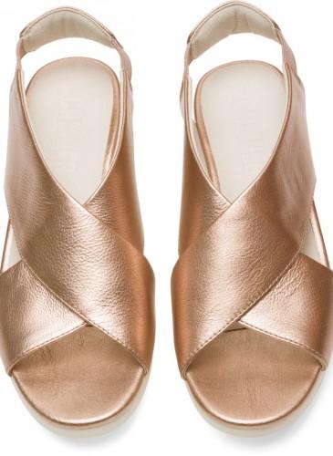 CAMPER Balloon系列玫瑰金色楔型底涼鞋,NT$6,680。-1