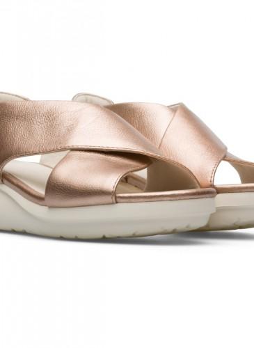 CAMPER Balloon系列玫瑰金色楔型底涼鞋,NT$6,680。-2