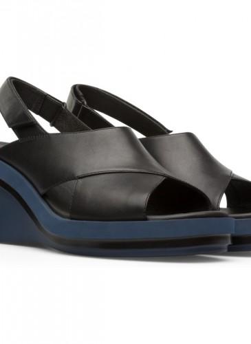 CAMPER Kyra系列黑色楔型跟涼鞋,NT$6,980。-2