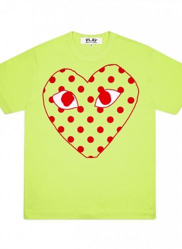 Comme des Garçons Play鏤空圓點愛心青蘋果綠色T恤,價格店洽。(團團選品)