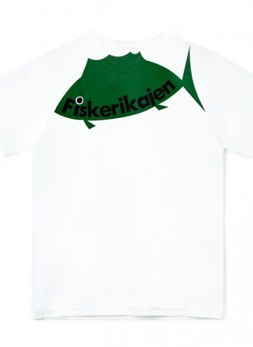 JUNYA WATANABE MAN背後魚圖騰T-shirt,NT$7,500。(團團選品)