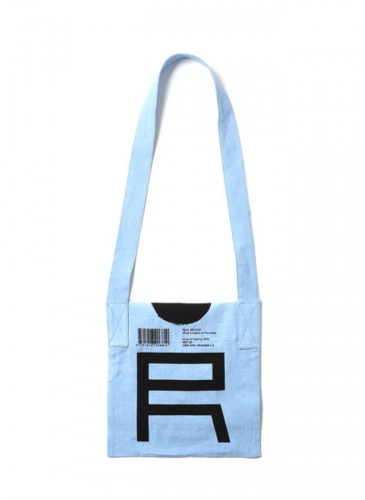 JUNYA WATANABE MAN英雜RealReview側背袋,NT$4,500。(團團選品) -2 背面
