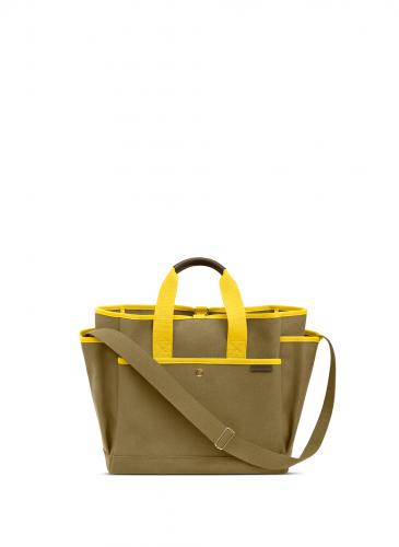 LUNIFORM N°3 軍綠色+鮮黃色工具包,NT$38,800。(正面)