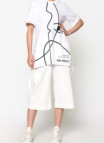 MOTHER OF PEARL藝術圖像T恤,NT$8,200。(團團選品) 穿搭