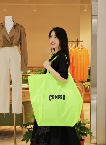 即日起,凡購買CAMPER 2020春夏季全新鞋款,滿萬元即可獲得一個CAMPER本季全新推出的「CAMPER Fluorescent Bag」超大型螢光黃色購物袋!-3