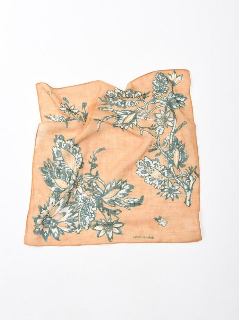45R有機棉植物圖騰方巾,NT$2,800。(50×52cm)-1