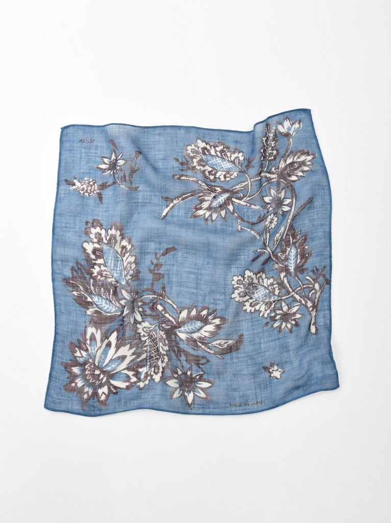 45R有機棉植物圖騰方巾,NT$2,800。(50×52cm)-2