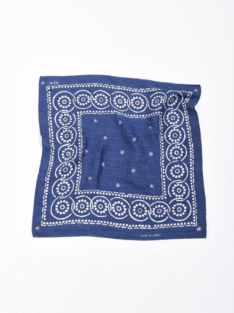 45R植物圖騰方巾,NT$5,500。(53×52cm)-2