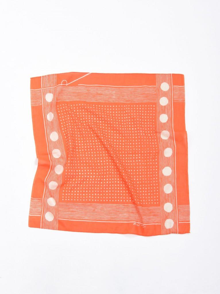 45R鮮艷色簡約圖騰方巾,NT$3,500。(56×55cm)-1