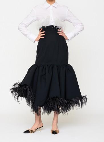 ACT N.1白色裝飾羽毛襯衫,NT$16,500。(團團選品) 人物穿搭-2