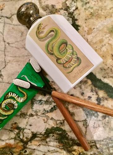 Buly 1803牙膏與漱口水情境照。
