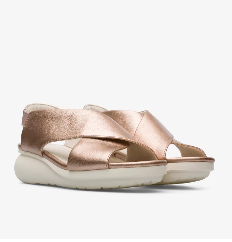 CAMPER Balloon系列玫瑰金色楔型跟鞋,NT$6,680。(女鞋)1