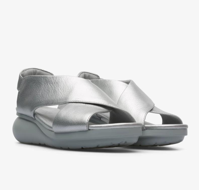CAMPER Balloon系列銀色楔型跟鞋,NT$6,680。(女鞋)1