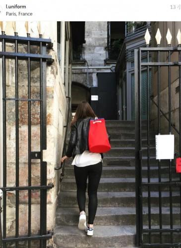 LUNIFORM N°5鮮紅+水藍色行李袋,NT$21,000。-形象