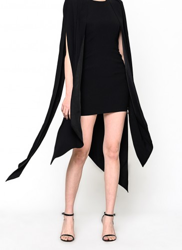 Alex Perry不規則剪裁洋裝,NT$69,500。(團團選品) 穿搭