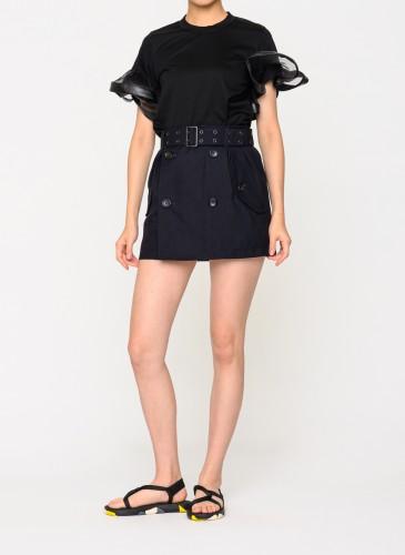 Comme des Garcons Noir黑色兩袖裝飾荷葉波浪T恤,NT11,200。(團團選品) 穿搭