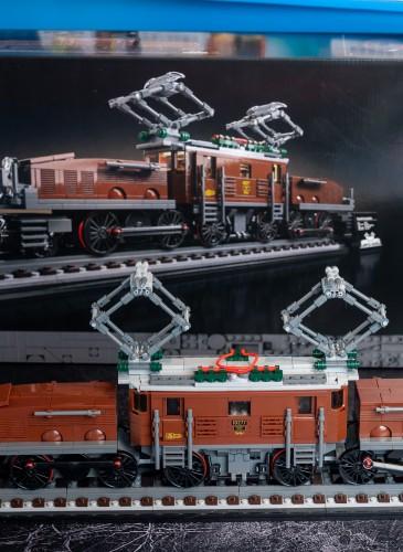 樂高「Level up想像力大作戰」華山場與遠百信義A13同步販售10277鱷魚火車頭,售價$3,499元 (1)