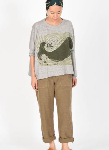 45R灰色印鯨魚圖騰傘狀T恤,NT$11,200。穿搭-3