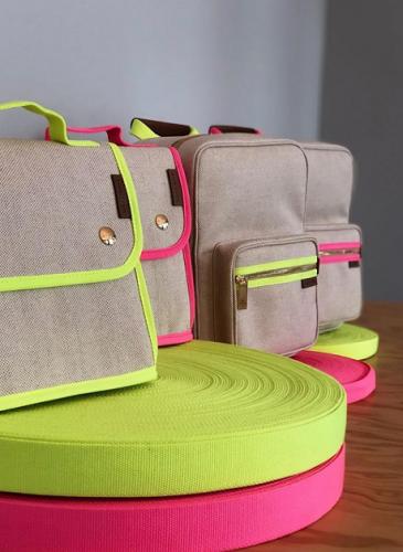LUNIFORM全新推出Neon Collection螢光色系列包袋 - LUNIFORM N°95保冷袋,NT$11,800。
