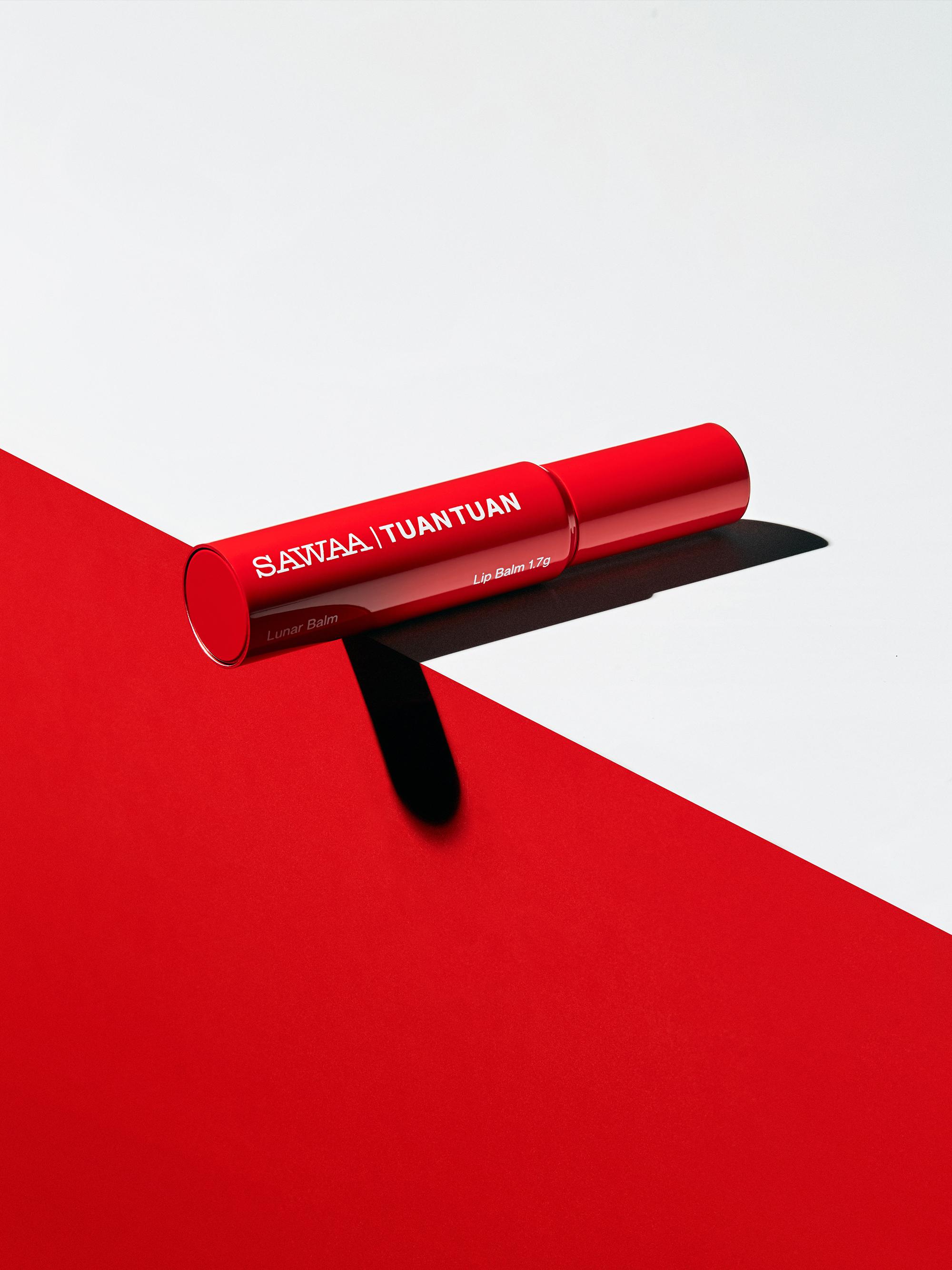 團團與精緻輕保養品牌SAWAA首次聯名!「SAWAA x 團團|月相護唇膏聯名款」。炙熱限量上市。